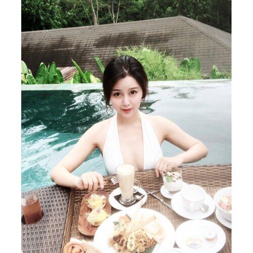 嘻 沙東露天泳池早餐啦 嘻