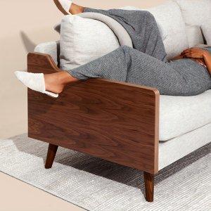 週末腦袋放空躺在沙發上