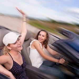 別再說女生不會開車